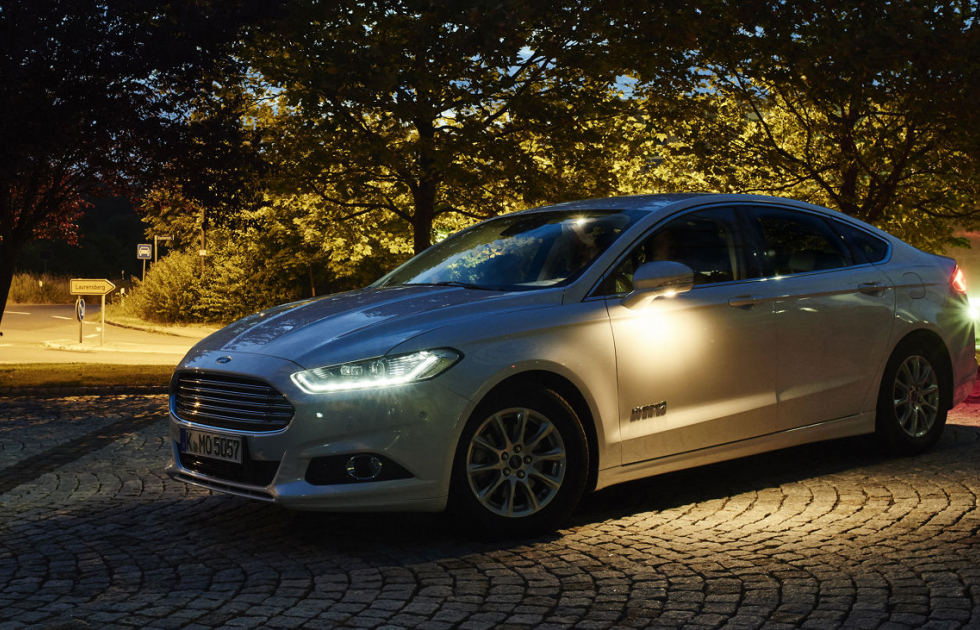 Ford_Mondeo_lights_1200.jpg